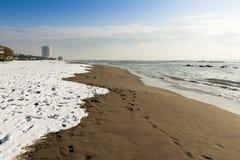 Neve na areia Fotos de Stock