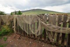 O seine da pesca é secado em uma cerca de madeira Fotografia de Stock