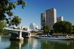 O Seine River e a ponte de Rouelle. Paris. Foto de Stock