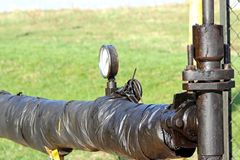 O seletor do calibre da medida da pressão de um líquido Estação de bomba do óleo Tansport e distribuição do óleo Tecnologia do oi imagem de stock royalty free
