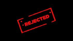 O selo de borracha vermelho da tinta rejeitado assinado zumbe dentro e zumbe para fora com fundos da transparência do canal alfa vídeos de arquivo
