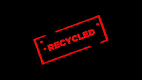 O selo de borracha vermelho Recycled da tinta assinada zumbe dentro e zumbe para fora com fundos da transparência do canal alfa vídeos de arquivo