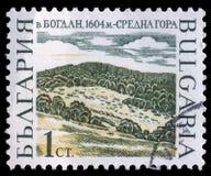 O selo impresso em Bulgária mostra picos de montanha, Bogdan foto de stock royalty free