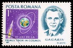O selo impresso em Romênia mostra o retrato de Yuri Gagarin Fotografia de Stock