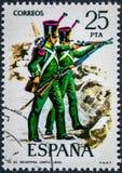 O selo impresso na Espanha mostra a infantaria clara 1830 Foto de Stock