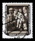 O selo impresso na RDA mostra à pintura a família santamente, por Andrea Mantegna fotografia de stock