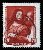O selo impresso na RDA mostra que o imposto da pintura reveste, por Tiziano Vecellio imagens de stock