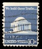 O selo impresso nos EUA mostra Thomas Jefferson Memorial e a assinatura fotografia de stock