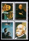 O selo impresso por Ajman mostra povos famosos imagem de stock
