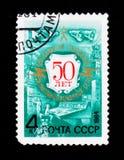 O selo postal devotou ao 50th aniversário da emissão de rádio, cerca de 1984 Imagem de Stock