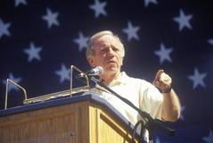 O senador Joe Lieberman faz campanha para o vice-presidente durante uma reunião na universidade estadual de Califórnia em Fresno Fotografia de Stock Royalty Free