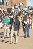 O Senator John Kerry fala do microfone na 83rd cerimónia indiana intertribal, Gallup, nanômetro fotografia de stock