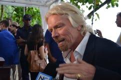 O senhor Richard Branson fala de encontro à multa do tubarão Imagem de Stock