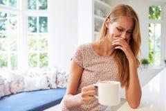 O sentido da mulher de gosto afetado pela gravidez Fotografia de Stock Royalty Free