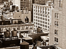 O Sepia disparou de partes superiores do telhado de Manhattan Fotografia de Stock