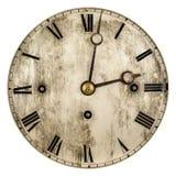 O Sepia tonificou a imagem de uma face do relógio velha foto de stock