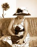 O Sepia tonificou o retrato de uma mulher fotografia de stock