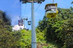 O serviço às montanhas de Genting, Malásia do teleférico imagens de stock royalty free