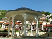 O ShadirvanFountain na jarda de Sinan Pasha Mosque, Prizren, Kosovo imagens de stock royalty free