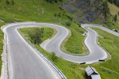 O Sharp gerencie sobre uma estrada da montanha Imagem de Stock