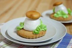 O Shortbread cogumelo-deu forma Fotos de Stock