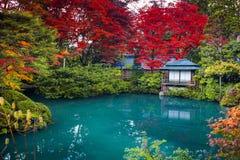 O Shoyo-en de Nikko publica o jardim no outono em Japão fotografia de stock