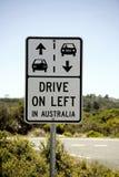 O signage da estrada, conduz à esquerda em Austrália, Imagens de Stock