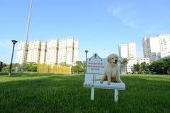 O Signage em Singapore para manter lugares limpa Fotos de Stock Royalty Free