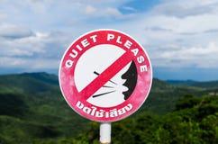 O silêncio assina por favor com língua inglesa e tailandesa Fotos de Stock Royalty Free