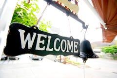 O sinal é bem-vindo no café foto de stock royalty free