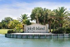 O sinal da entrada do marco à ilha de Jekyll, Geórgia imagens de stock