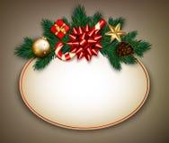 O sinal da venda do Natal do vintage com abeto ramifica, curva do cetim, doces Imagem de Stock Royalty Free