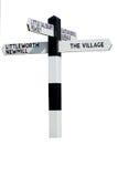 O sinal da vila imagem de stock