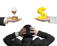 O sinal de dólar e o vidro da hora com homem de negócios entregam guardar a cabeça Fotografia de Stock