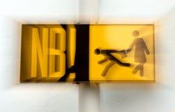 O sinal de estrada Beware dos carteiristas fotos de stock