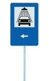 O sinal de estrada da lavagem de carros no polo do cargo, roadsign do tráfego, signage de lavagem isolado azul da borda da estrad Fotografia de Stock