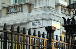 O sinal de estrada de Downing Street Fotografia de Stock Royalty Free