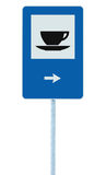 O sinal de estrada do restaurante no roadsign do tráfego do polo do cargo, azul isolou o serviço do copo de chá do café da restau Fotos de Stock Royalty Free