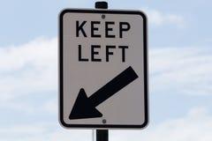 O sinal de estrada, mantem-se à esquerda Imagens de Stock Royalty Free