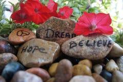 O sinal de paz, sonho, esperança, e acredita Imagens de Stock Royalty Free