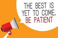 O sinal do texto que mostra o melhor é vir ainda Seja paciente A foto conceptual não perde a luz da esperança vem após o homem da ilustração stock
