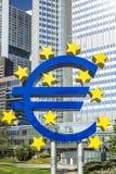 O sinal em um dia ensolarado, Francoforte do Euro, Alemanha Imagens de Stock
