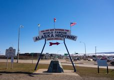 O sinal famoso em Dawson Creek, Canadá Fotos de Stock Royalty Free