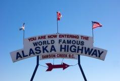 O sinal famoso em Dawson Creek, Canadá Fotografia de Stock