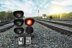 O sinal mostra o sinal vermelho na estrada de ferro Estação de comboio britânica conceito do curso fotografia de stock