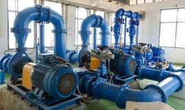 O sistema de bomba da água de planta de tratamento da água imagens de stock