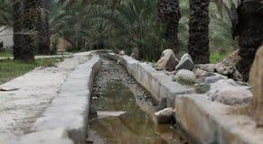 O sistema de irrigação velho em explorações agrícolas de Nakheel no sultanato de Oma fotografia de stock