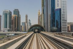 O sistema do metro de Dubai, UAE imagem de stock