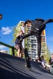 O skater no halfpipe toma o truque Fotos de Stock Royalty Free