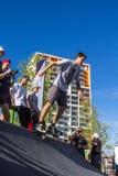 O skater no halfpipe toma o truque Fotografia de Stock
